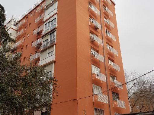 Rehabilitación de fachada en la calle Teniente Muñoz Díaz  (Madrid)
